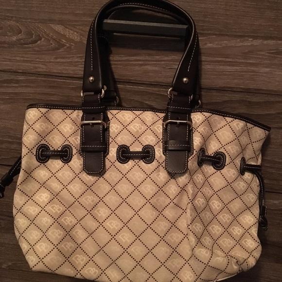Dooney & Bourke Handbags - Dooney and Bourke - large handbag.  Like New!